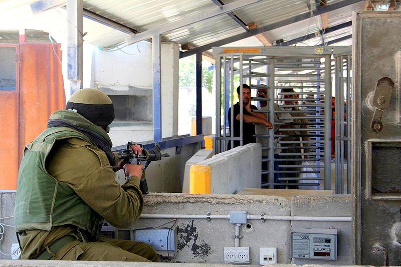 Cisgiordania. Posto di blocco israeliano ad Hawara (foto Magne Hagesæter/Wikimedia Commons)