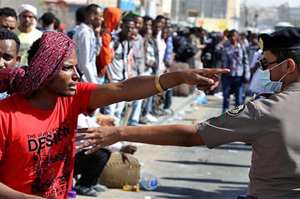 Migranti fermati dalla polizia saudita (Fonte: Middle East Monitor)
