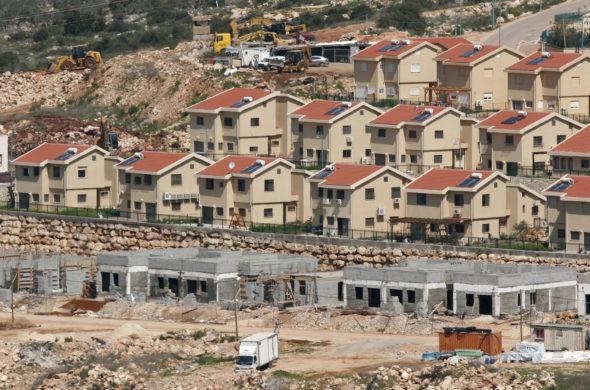 Una colonia israeliana (foto Wafa)