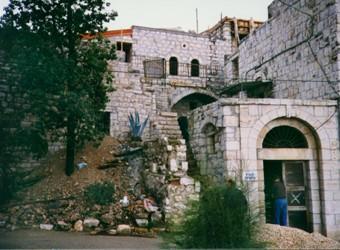 Una abitazione del villaggio palestinese di Deir Yassin