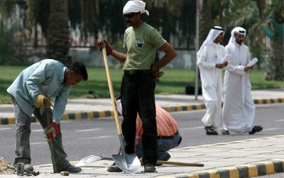 Lavoratori stranieri in Kuwait (Foto: Middle East Eye)