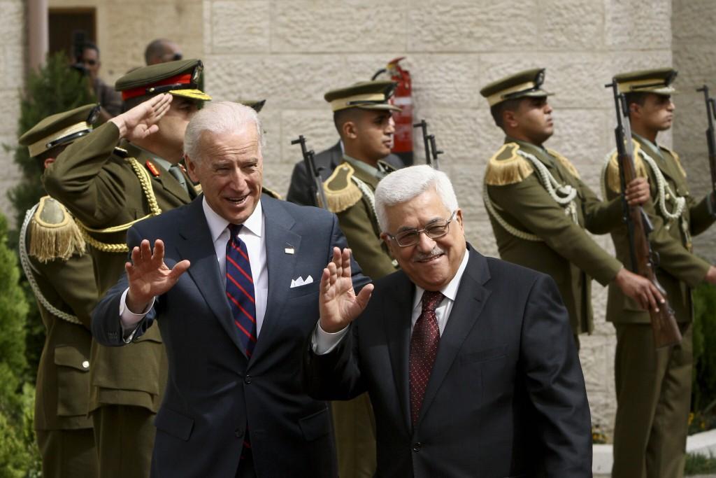 Il neo presidente statunitense Biden (sinistra) e il presidente dell'Autorità Palestinese Abu Mazen in un incontro (Foto tratta dal Times of Israel)