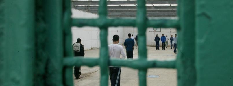 Detenuti palestinesi in un carcere israeliano (foto B'Tselem)