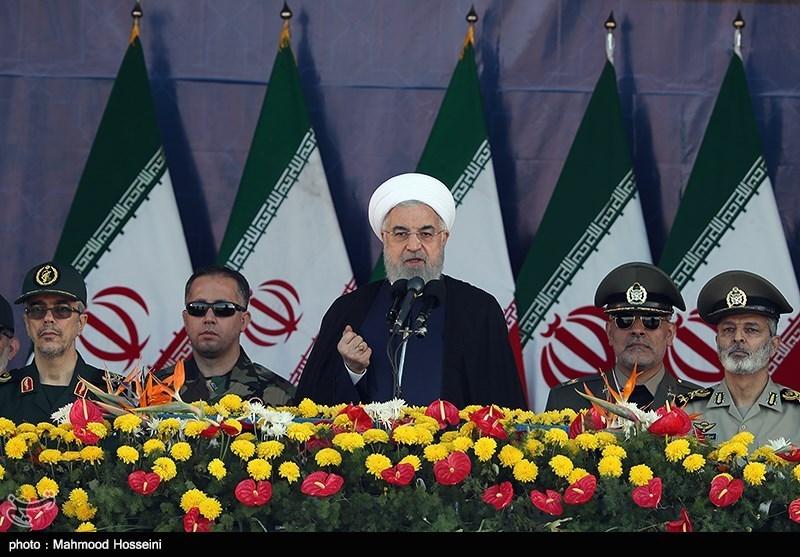 Hassan Rohani, presidente dell'Iran, durante una parata (Fonte: WikiCommons)