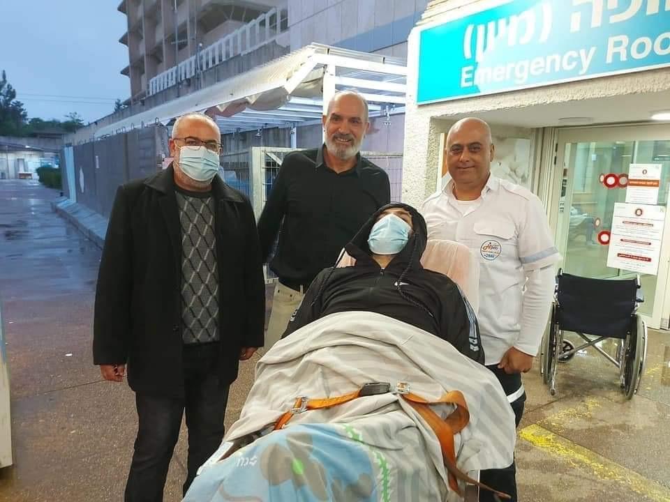Maher al Akhras questa mattina mentre lascia l'ospedale Kaplan