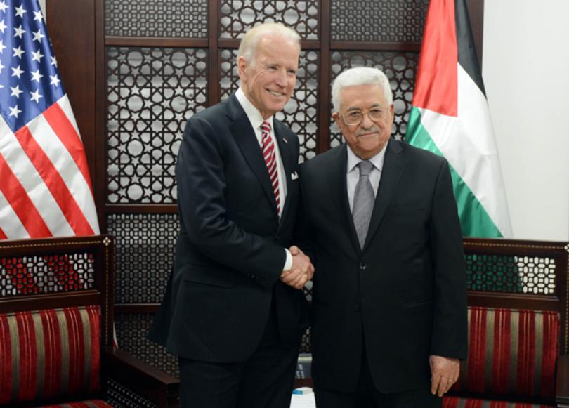 Biden, all'epoca segretario di Stato Usa, con Abu Mazen (Fonte: Wafa)