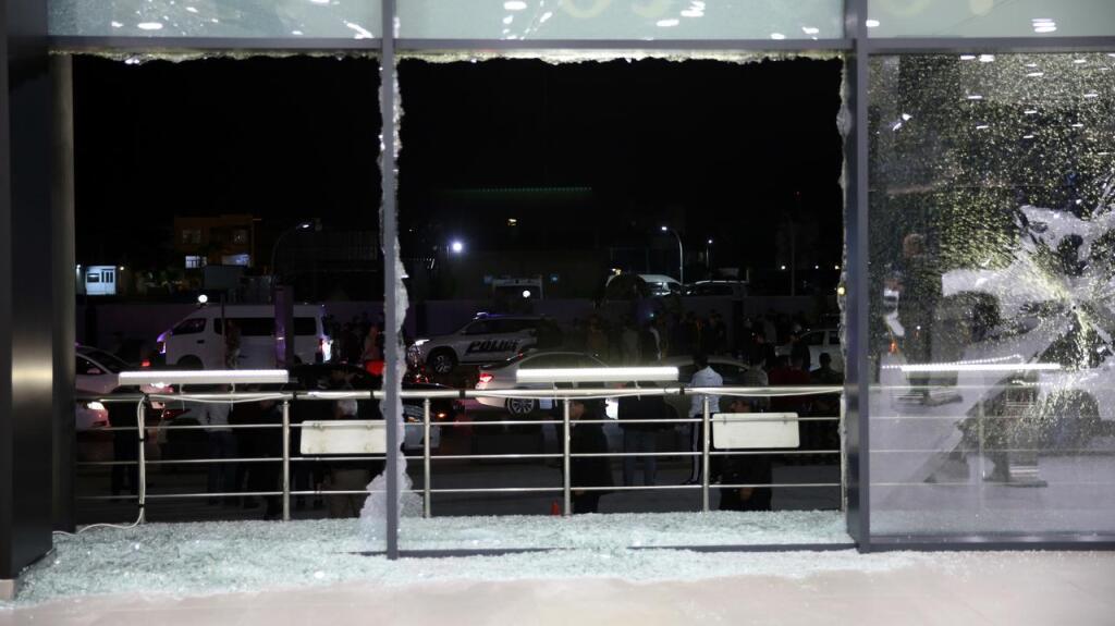 Le vetrate dell'aeroporto di Erbil distrutte dai missili (Fonte: Polish News)