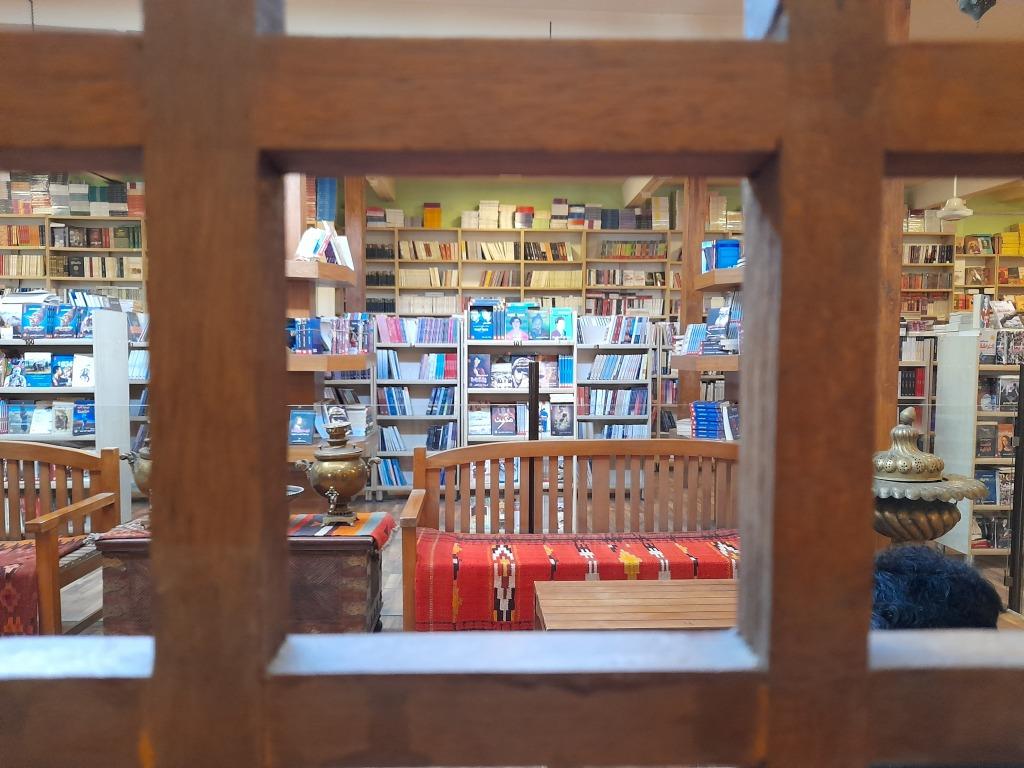 La libreria Dar Al-Mada (Foto: Chiara Cruciati)