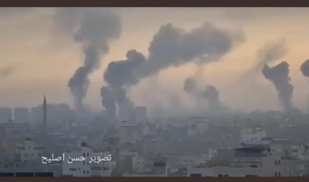 Bombardamenti su Gaza questa mattina (Fonte: Twitter)