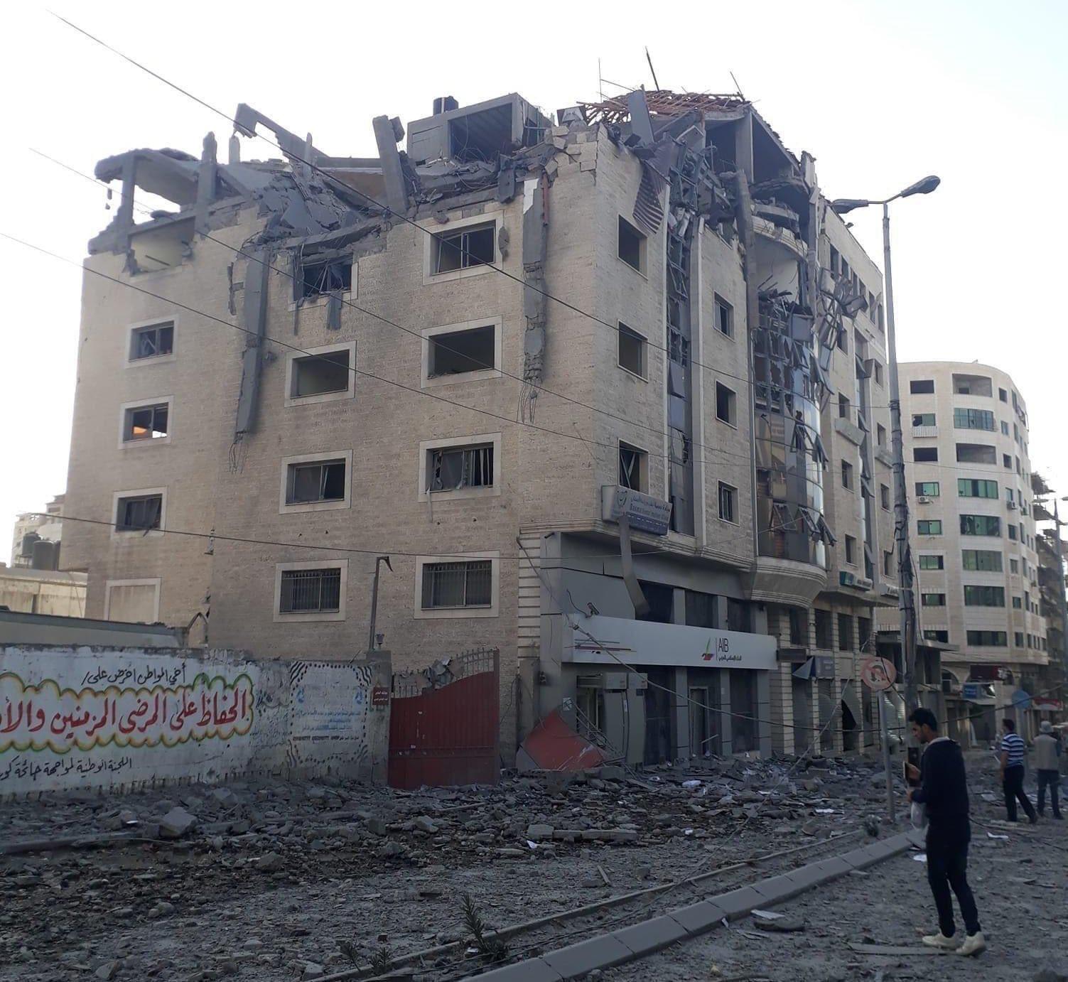 La sede del Pcrf colpita ieri a Gaza City (Fonte: Pcrf/Twitter)