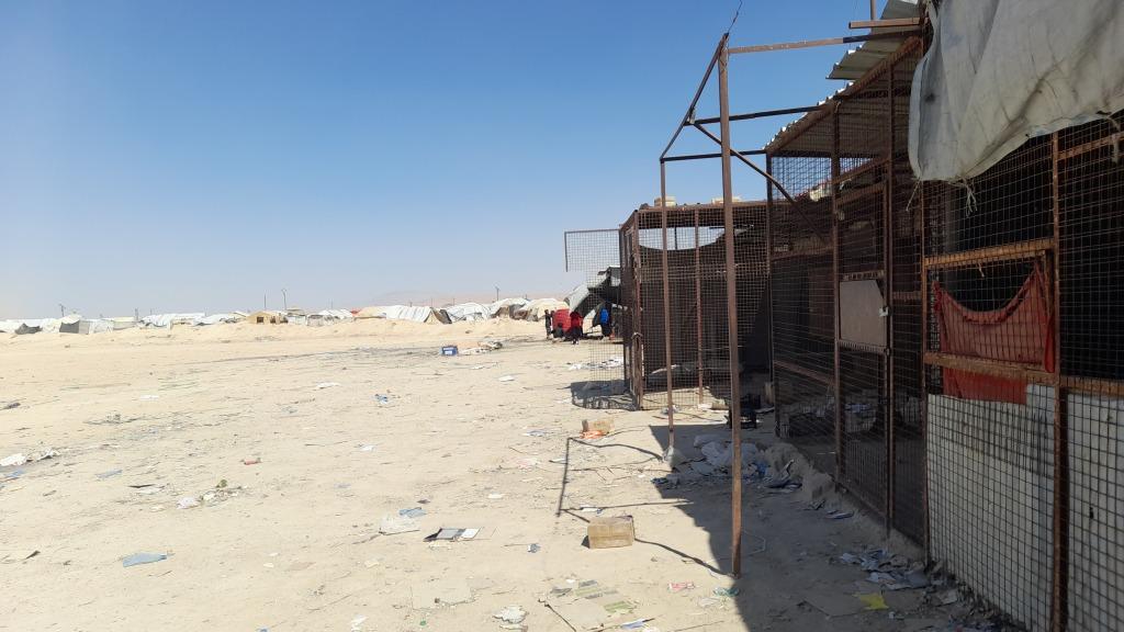I negozi chiusi nella zona degli stranieri nel campo di al-Hol, Rojava (Foto: Chiara Cruciati)