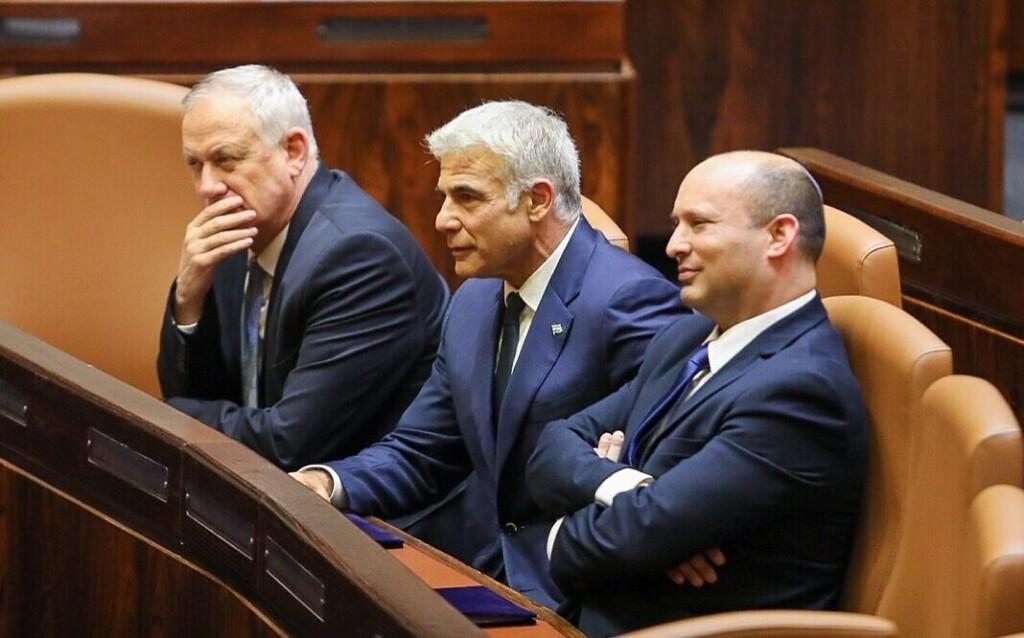 Gantz, Lapid e Bennett alla Knesset (Foto: Kensset)