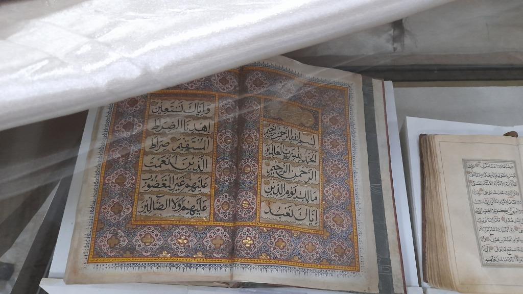 I libri antichi custoditi nella al-Qadiriyya Library (Foto: Chiara Cruciati)