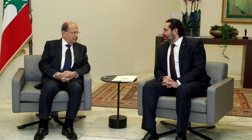 Il capo dello stato Aoun (sinistra) e il premier dimissionario Hariri