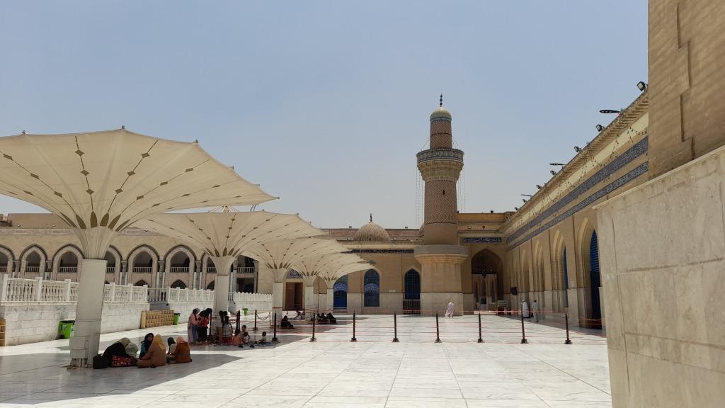 Il cortile della moschea (Foto: Chiara Cruciati)