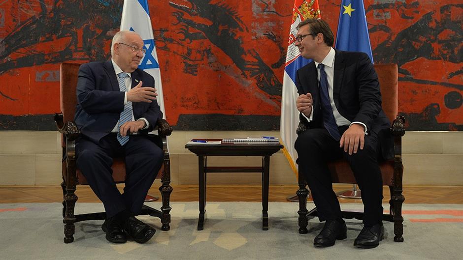L'allora presidente israeliano Rivlin in visita nel 2018 in Serbia