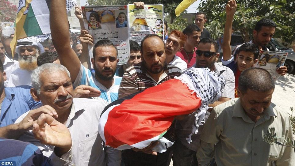 I funerali del piccolo Ali (Foto: EPA)
